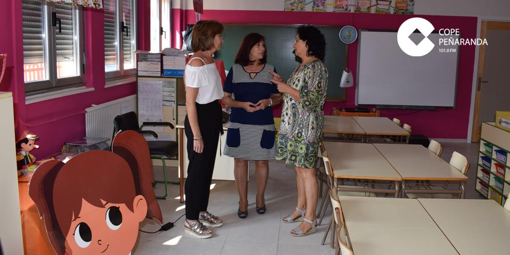 Asunción Martín, Carmen Ávila y Araceli Rodríguez en el CEIP Severiano Montero.