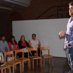 El narrador Álvaro González reunió a una veintena de personas en el zaguán del CDS.