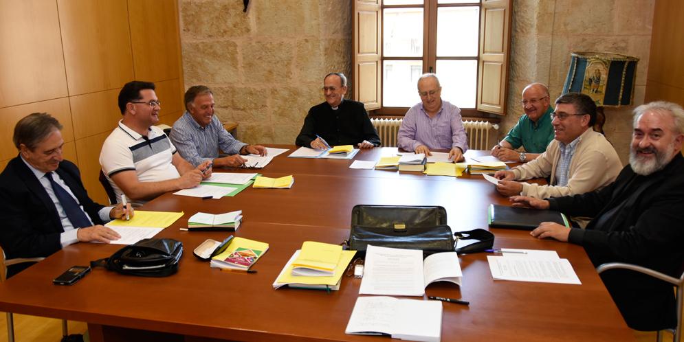 El obispo de la Diócesis junto a los nuevo arciprestes de la Diócesis.