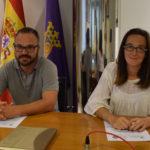 Jordi Sangenis y Ángela González, durante la rueda de prensa en el Ayuntamiento.