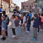 Agentes de la Policía Local de Peñaranda junto a alumnos de Peñaranda.