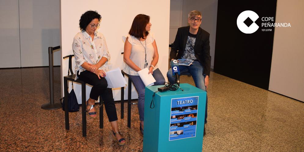 Araceli Rodríguez, Carmen Ávila y Carlos Vicente, en la presentación de la programación teatral.