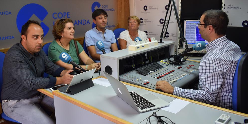 Raúl, Sonsoles, Francisco, Paquita y Miguel en «La mesa de trabajo».