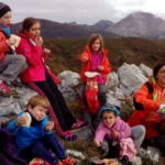 Niños y adultos disfrutaron con las actividades organizadas por el Club de senderismo Salandar.