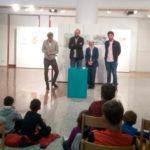 Alumnos del Colegio Miguel de Unamuno acudieron a la inauguración de la exposición en el CDS.