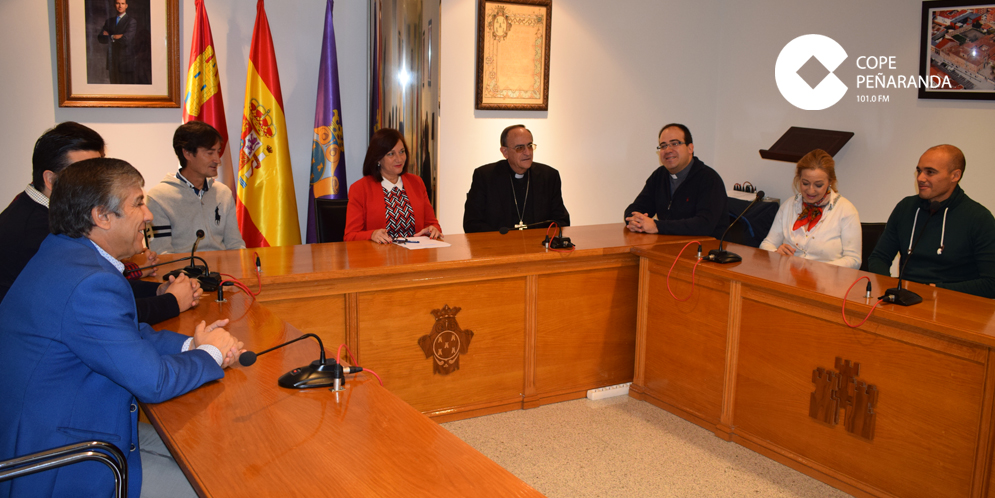 El obispo de la Diócesis, Monseñor Carlos, junto a miembros de la corporación municipal.