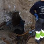 Trabajadores municipales están trabajando en el restablecimiento del agua.