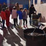 Los alumnos del CEIP Severiano Montero participaron en la degustación de una castañada.