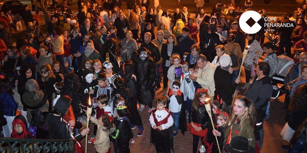 Cientos de personas participaron en el desfile de Halloween de Peñaranda