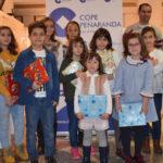 Los alumnos premiados recogieron sus regalos durante la emisión especial de LA MAÑANA EN PEÑARANDA.