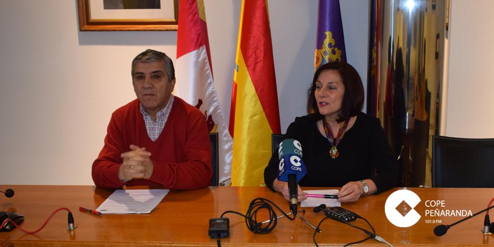 La alcaldesa de Peñaranda, Carmen Ávila, junto al concejal Isidro Rodríguez.