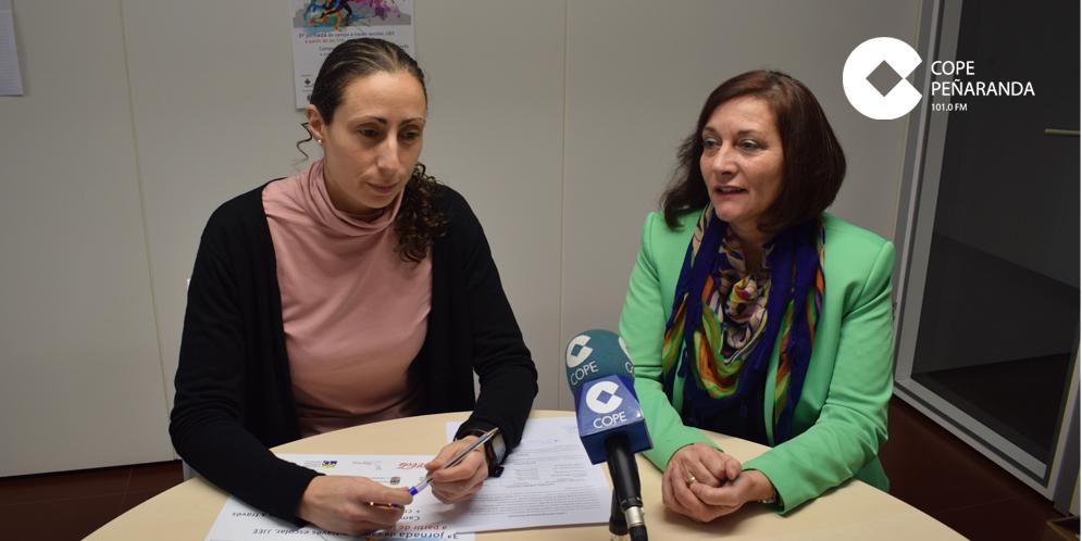 La concejala de Deportes, Pilar García, y la alcaldesa, Carmen Ávila, durante la rueda de prensa.