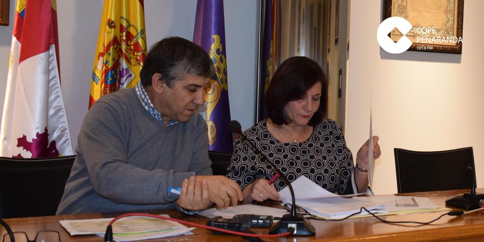 El concejal de Hacienda, Isidro Rodríguez, junto a la alcaldesa, Carmen Ávila.