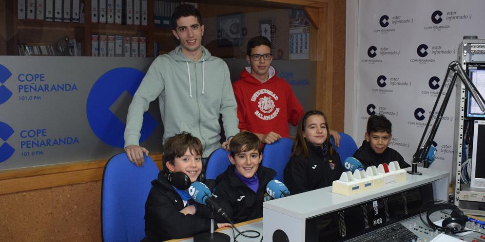 Anderson, Berta, Hugo, Rodrigo, Nene y Salva, del equipo alevín B del CD Peñaranda.