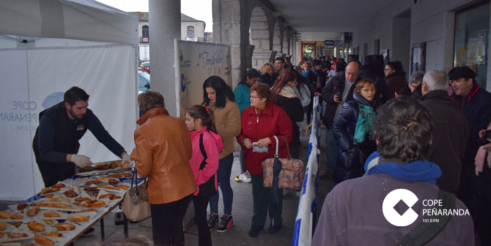 La 2ª Torrijada solidaria repartió unas 700 torrijas.