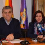 El concejal de Hacienda, Isidro Rodríguez, y la alcaldesa de Peñaranda, Carmen Ávila, presentaron la liquidación de presupuestos del 2017.
