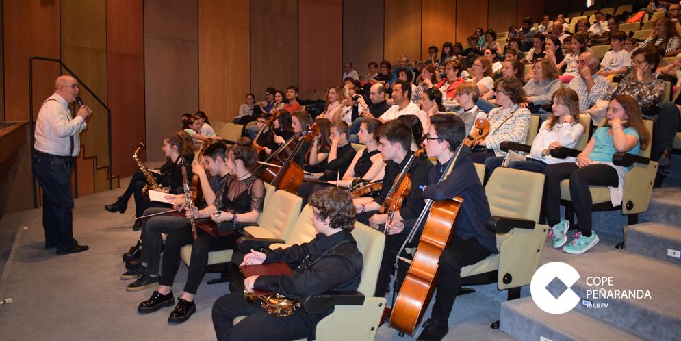 La Escuela municipal de música organizó un concierto didáctico en el teatro del CDS.