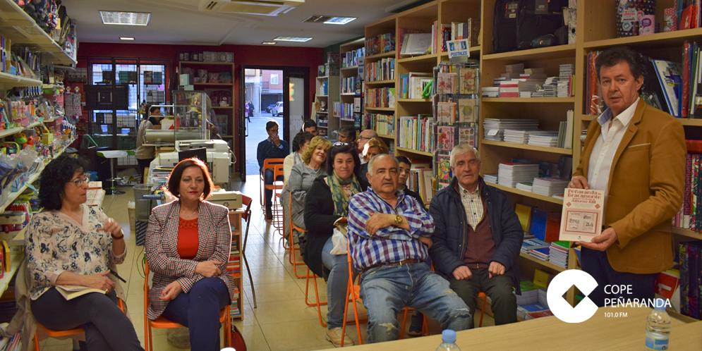 Higinio Orgaz presentó su libro en la Librería Taller de Letras.