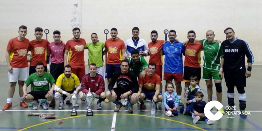 Participantes en el Torneo de invierno de FS tras la entrega de premio.