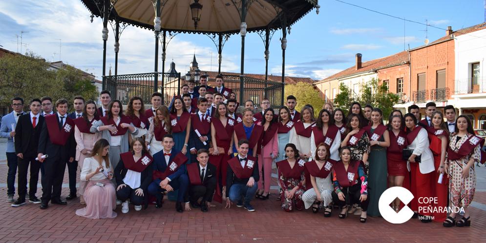 Los alumnos del IES de Peñaranda tras la ceremonia de graduación.