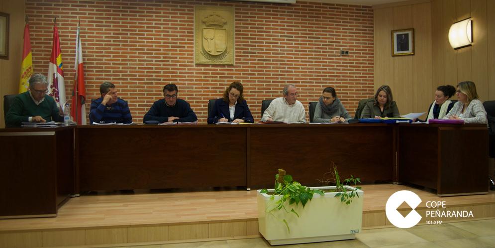 Fotografía de archivo de un pleno celebrado en el Ayuntamiento de Macotera.