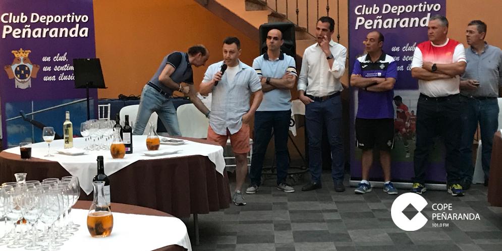 Un momento del acto de reconocimiento a colaboradores y patrocinadores del CD Peñaranda.