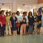 Algunos de los alumnos de los talleres de ocio durante la inauguración de la exposición.