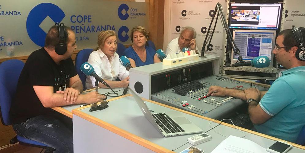 Raúl Blázquez, Carmen Familiar, Paqui Diaz y Marino Pérez en «La mesa de trabajo».