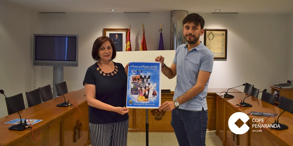 La alcaldesa de Peñaranda y el concejal de Festejos dieron a conocer el cartel de las Ferias 2018.