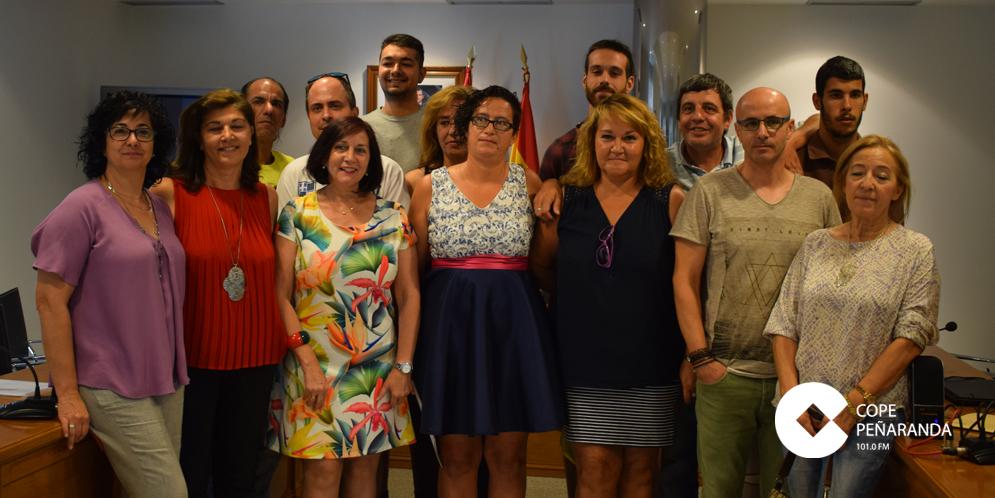Los alumnos de Forma-emplea junto a la alcaldesa de Peñaranda y concejales peñarandinos.