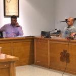 Un momento del pleno municipal en el Ayuntamiento de Peñaranda.