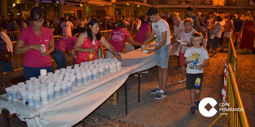 Unas 4.000 personas se dieron cita en esta cena de hermandad.