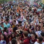 cientos de personas, muchos visitantes de pueblos cercanos iniciaron las fiestas 2018.