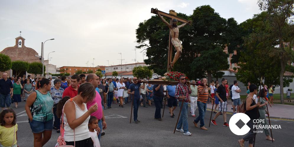Decenas de personas asistieron a la Misa y procesión en la fiesta de la Transfiguración.