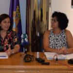 La alcaldesa de Peñaranda, Carmen Ávila y la concejala de Educación, Araceli Rodríguez.