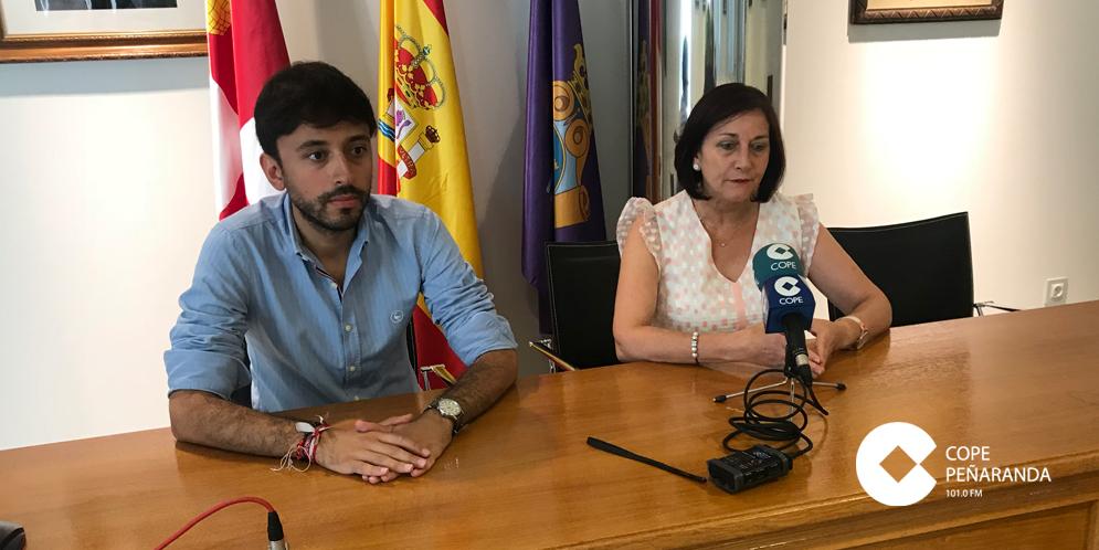 La alcaldesa, Carmen Ávila, junto al teniente de alcalde, Francisco Diaz.