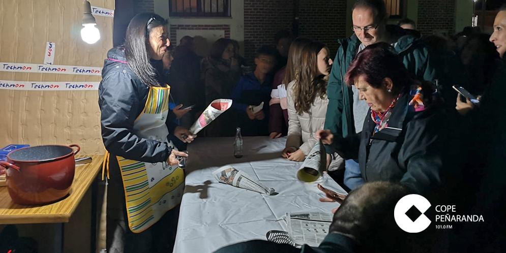 Decenas de personas participaron en la castañada solidaria organizada en Villaflores.
