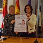 La concejala de Igualdad, Lali García, junto a la alcaldesa, Carmen Ávila de Manueles.