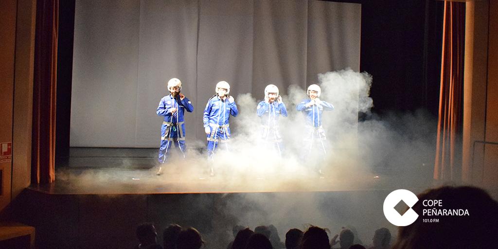 Spasmo teatro representó en el CDS «Un viaje al centro del cuerpo humano».