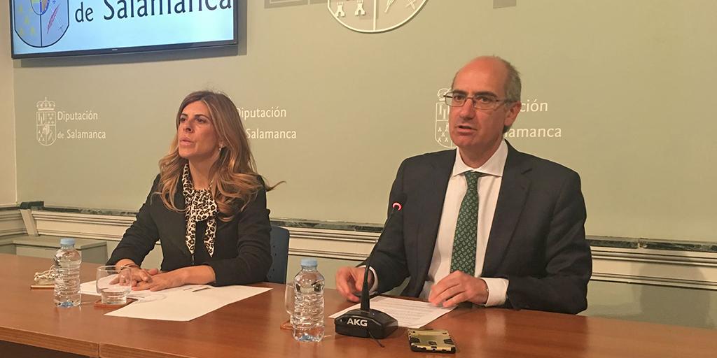 El presidente de la Diputación Javier Iglesias, junto a la diputada de Hacienda, Chavela de la Torre.