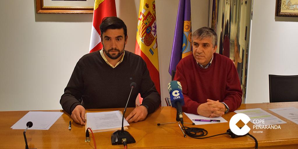 Antonio Poveda junto a Isidro Rodríguez durante la rueda de prensa.
