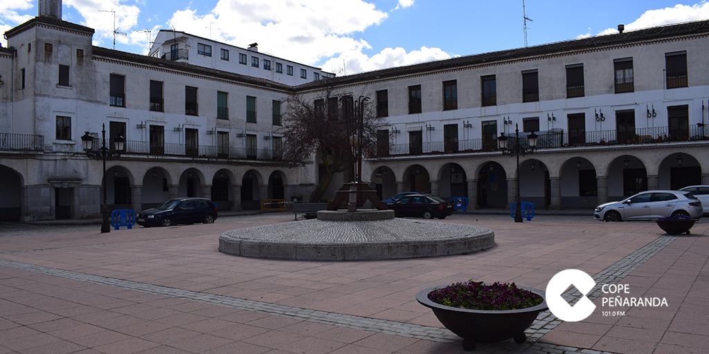 El PSOE recuerda al PP que la Plaza Nueva ya había losetas de hormigón.