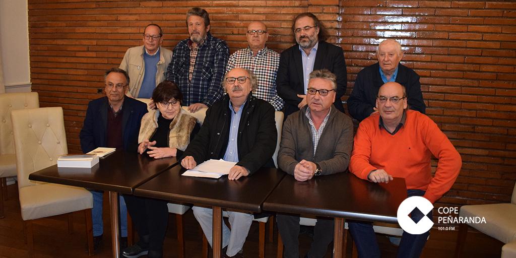 El jurado del Premio de Poesía junto a miembros de la Hermandad de Cofradias.