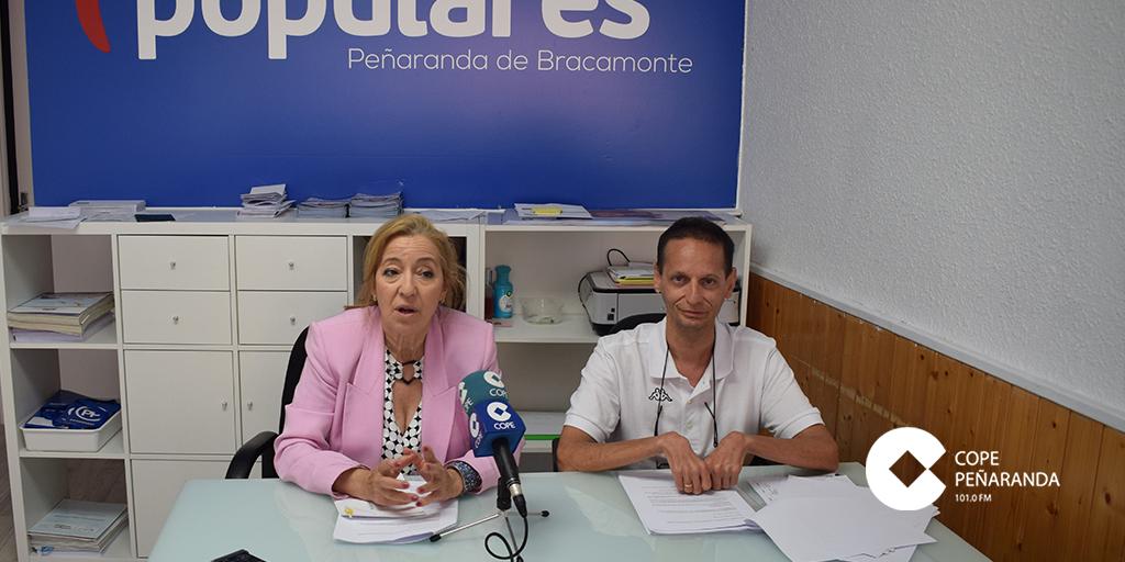 Carmen Familiar y Miguel Ángel Sánchez, durante la rueda de prensa.