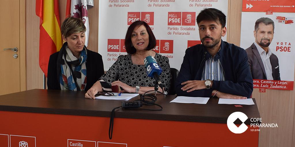 Carmen Ávila, junto a miembros de su candidatura en la rueda de prensa.