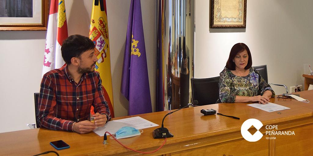 Peñaranda tendrá un nuevo acceso señalizado desde la A-50 Fran Diaz y Carmen Ávila alcaldesa Ayuntamiento