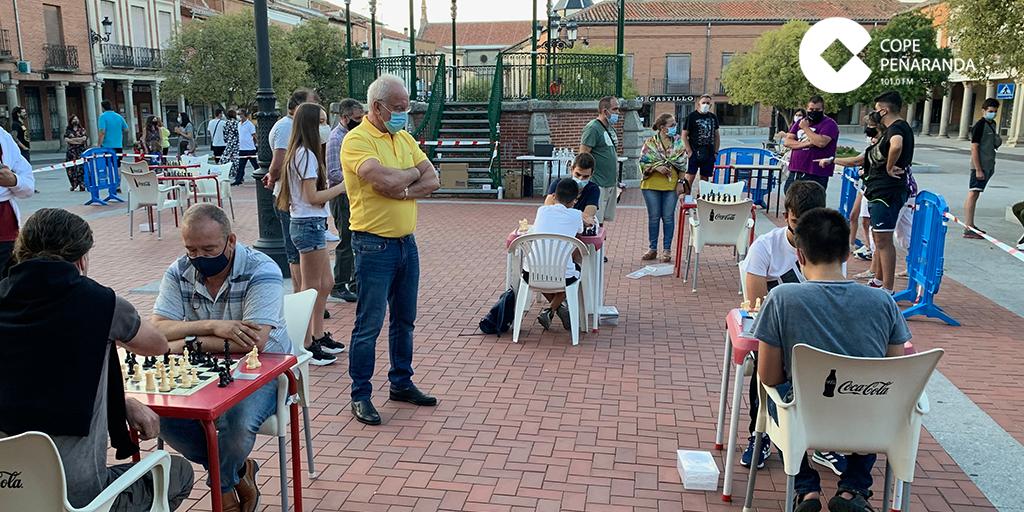 Una veintena de ajedrecistas participan en el IX Memorial Mundy