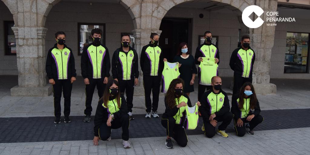 El Club de Atletismo Ciudad de Peñaranda celebra una década con nueva equipación