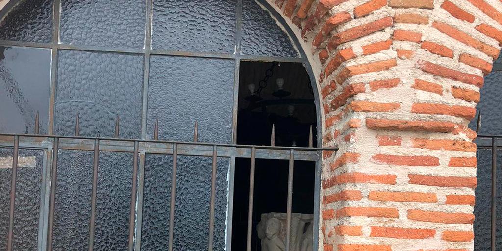 Roban en la iglesia de Aldeaseca de la Frontera