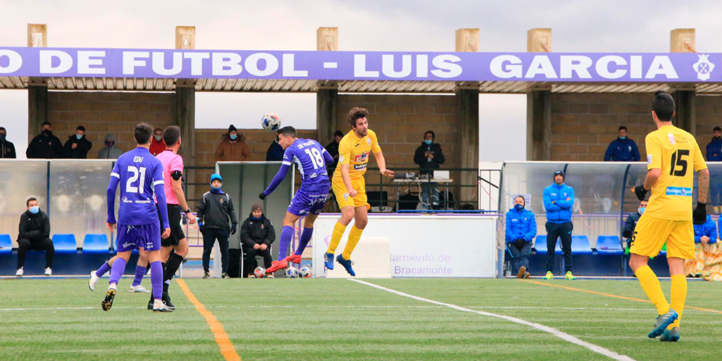 El Peñaranda golea por tres a cero a una buena La Bañeza